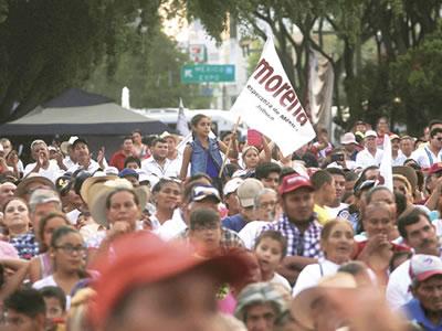 Baja popularidad de EPN apuntala posible victoria de AMLO: Moody's