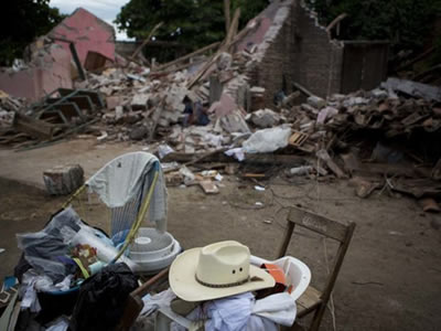 Donan diputados un día de dieta para damnificados por Katia y sismo