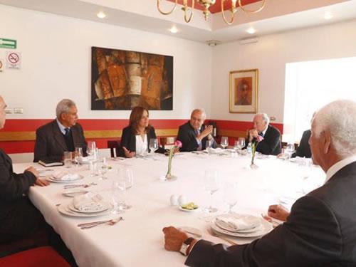 Ex gobernadores le recomiendan a Margarita tomar clases para mejorar sus entrevistas