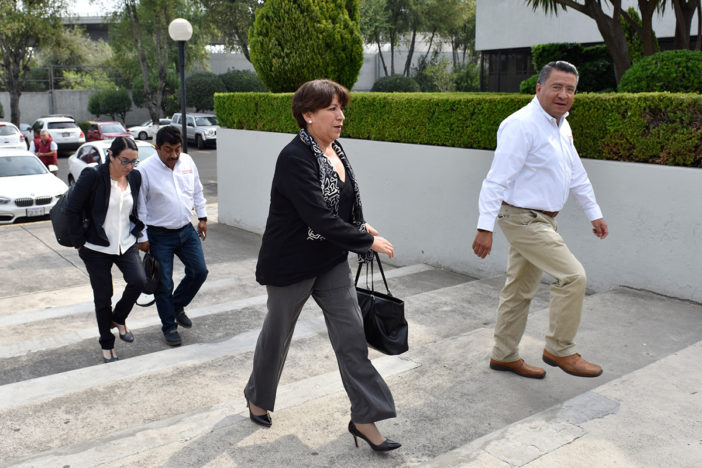 González Yáñez declina a favor de Delfina Gómez