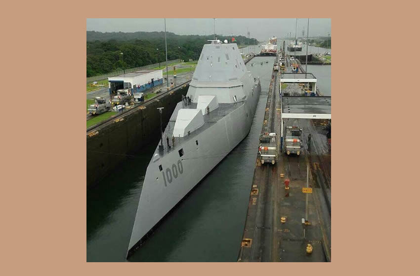 Captan a submarino nuclear de EU cruzar el Canal de Panamá