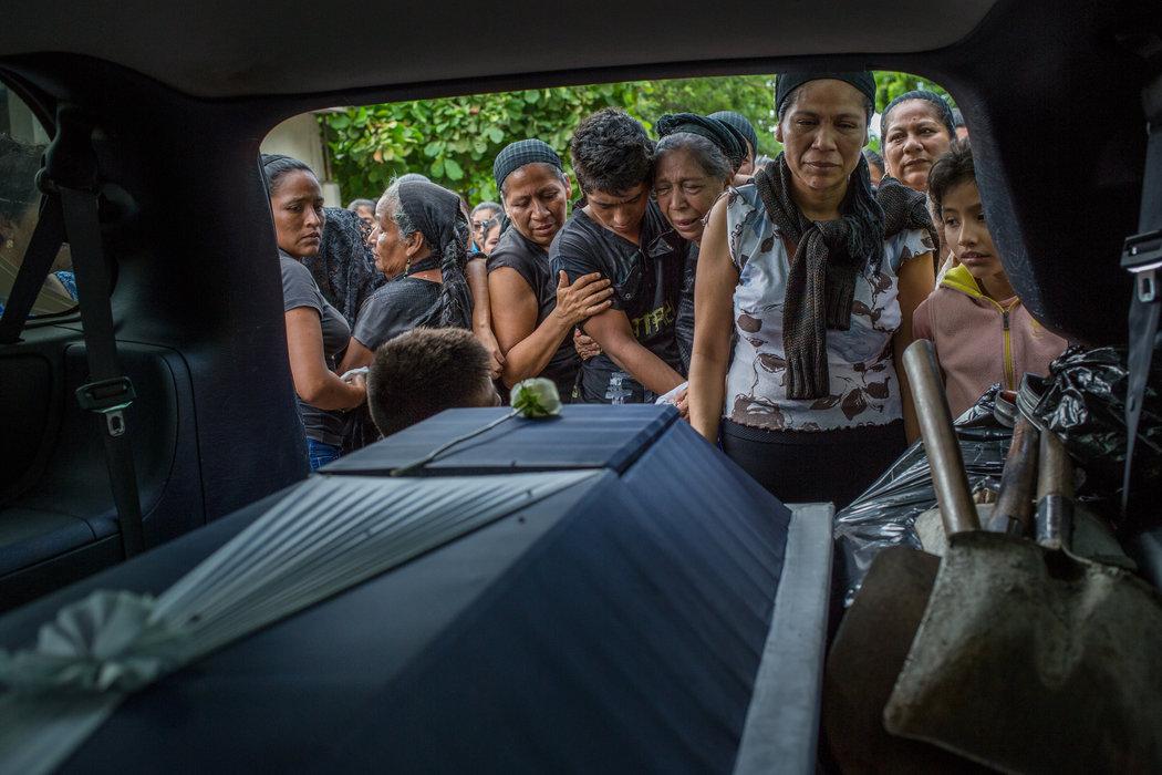 Fluye lenta la ayuda a víctimas de sismo en Chiapas y Oaxaca